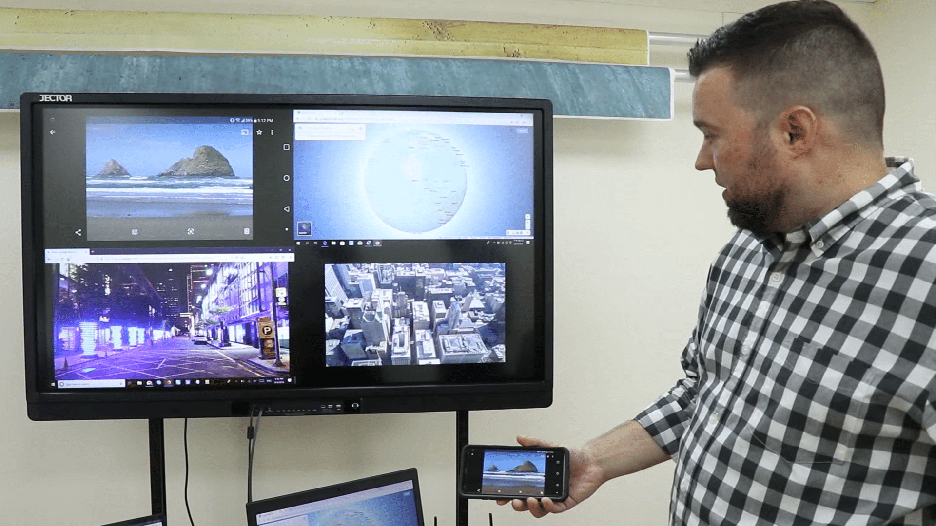 QuattroPod allows four participants to show their devices' contents on the big screen at the same time.