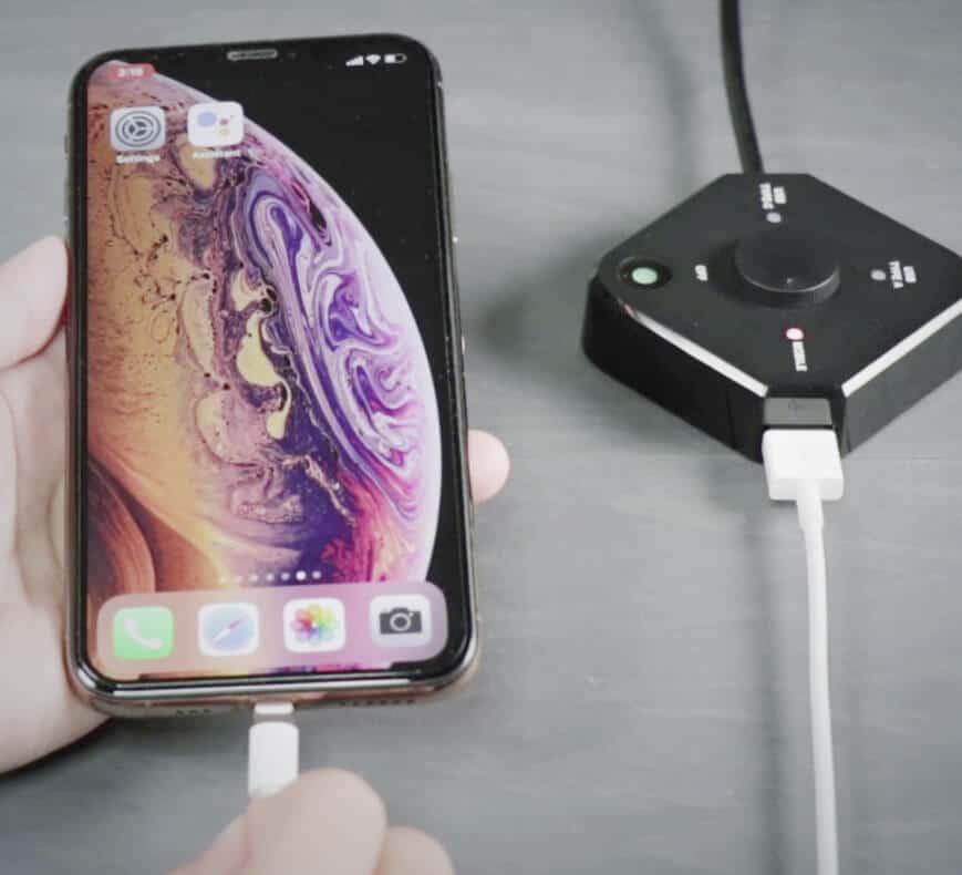 plug and cast iPhone QuattroPod USB