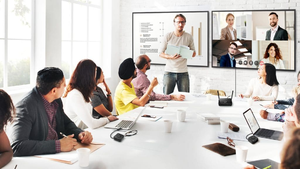 Use EZCast Pro to perform remote learning or online meetings. It is perfect for remote lectures too.